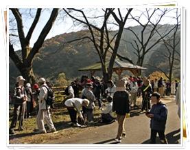 昨年11月に行われた津市森林セラピー基地開設1周年記念行事