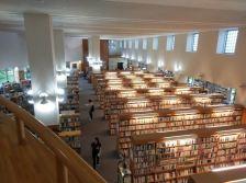 恵庭市中央図書館内