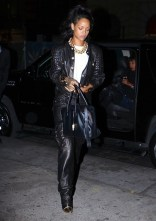 Rihanna-in-Balmain-Out-About-In-New-York-4-600x850