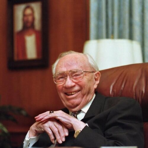President Gordon B. Hinckley was a funny man! Watch one of his best clips now! #GeneralConference #LDSConf