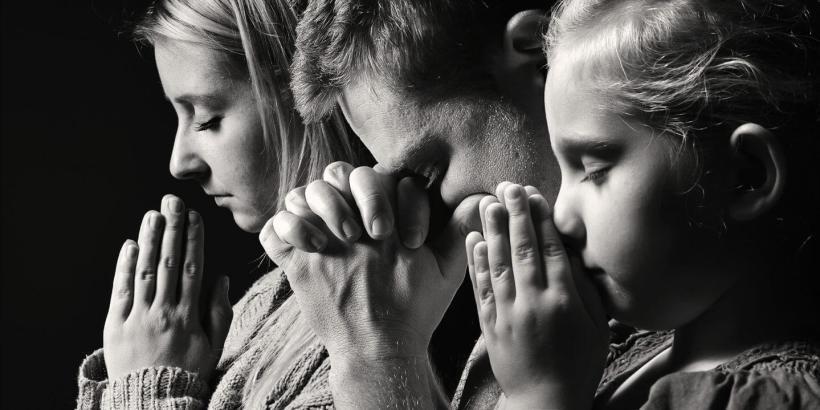Shutterstock family praying e1562103780422