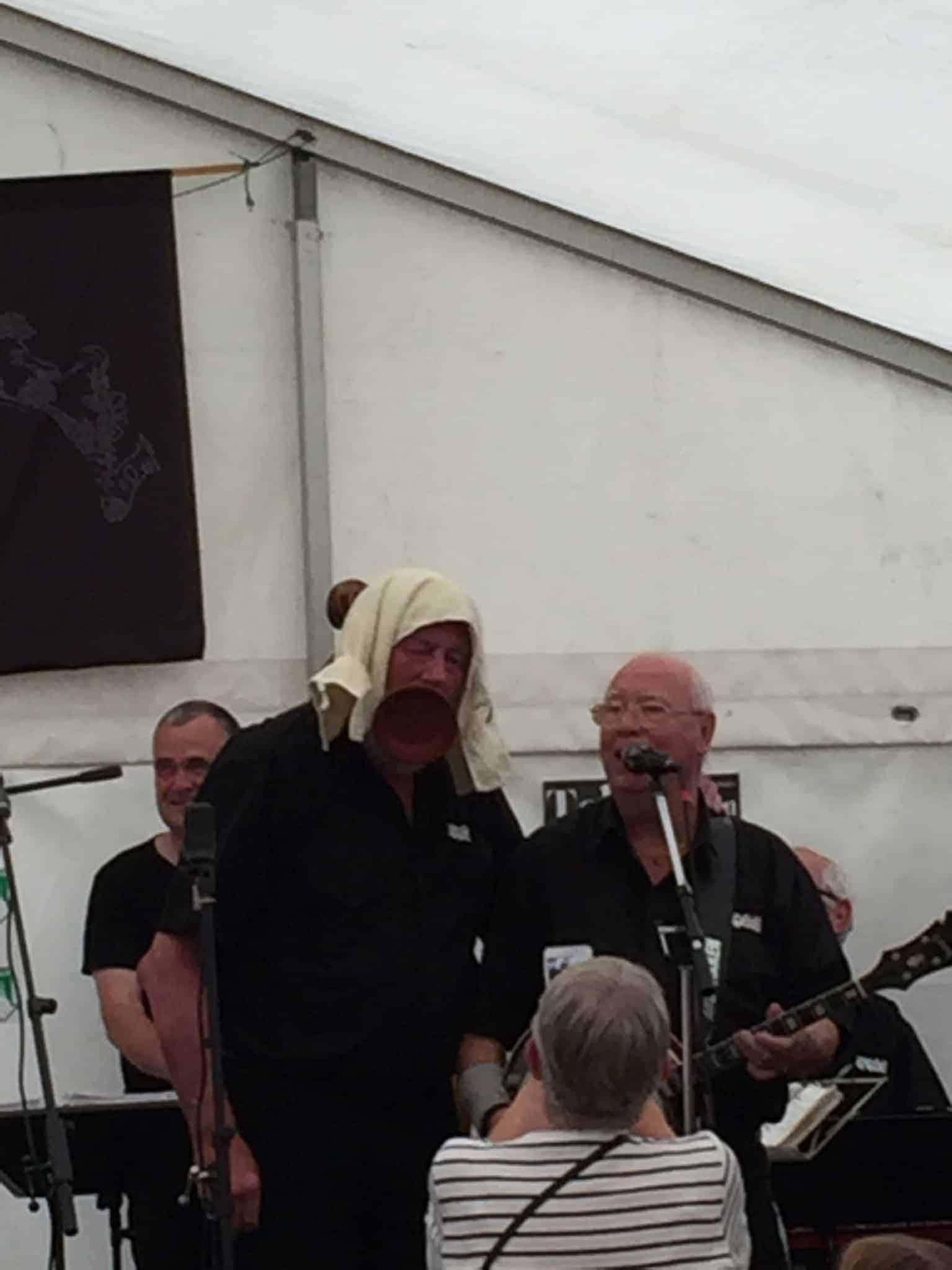 På jazz-tur i Smilets by og Skibshundens første live koncert