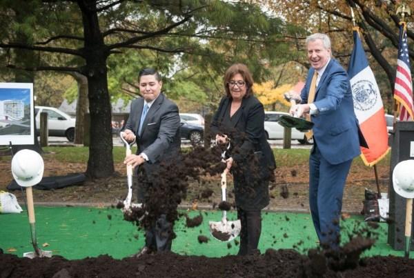 Image of Chancellor Carranza and Mayor De Blasio breaking ground at new Pre-K Center