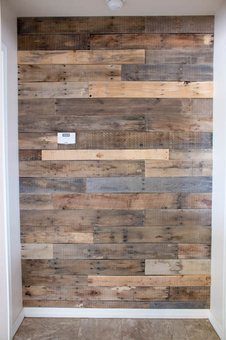 122 awesome diy pallet projects and ideas furniture and - Wooden pallet accent wall ...