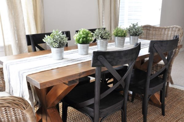 40 DIY Farmhouse Table Plans & Ideas for Your Dining Room (Free)