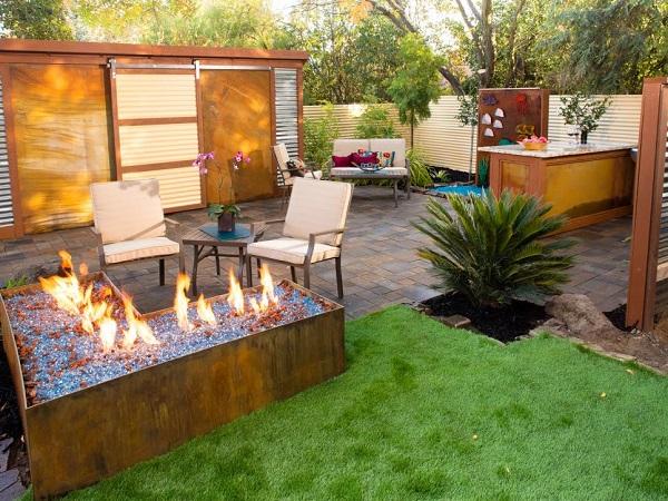 6-contemporary-backyard