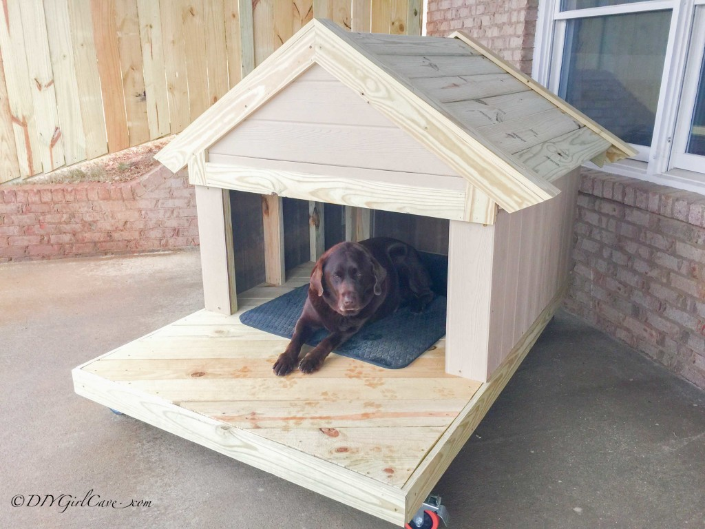 Charmant Dog House With A Porch