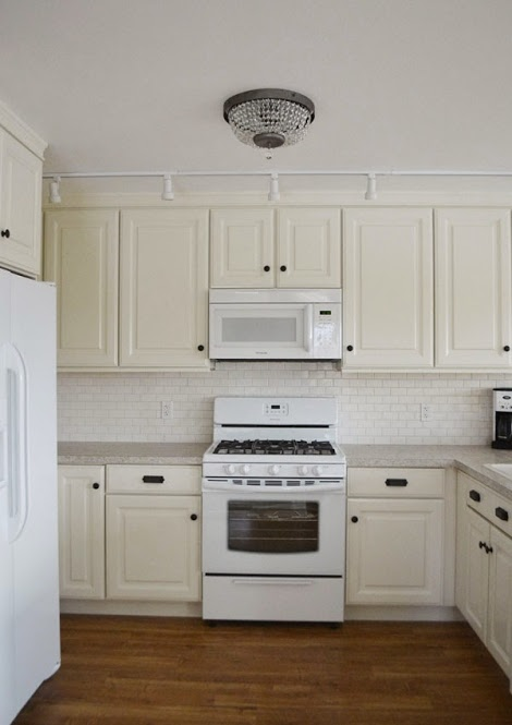 This is the type of cabinet I have in the corner of my kitchen. It looks like the cabinets end without going into the corner. & 21 DIY Kitchen Cabinets Ideas \u0026 Plans That Are Easy \u0026 Cheap to Build kurilladesign.com