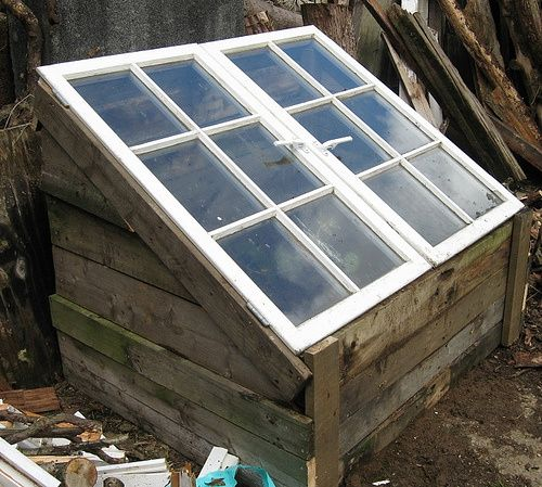 15 diy pallet greenhouse plans ideas that are sure to for Build a greenhouse from pallets