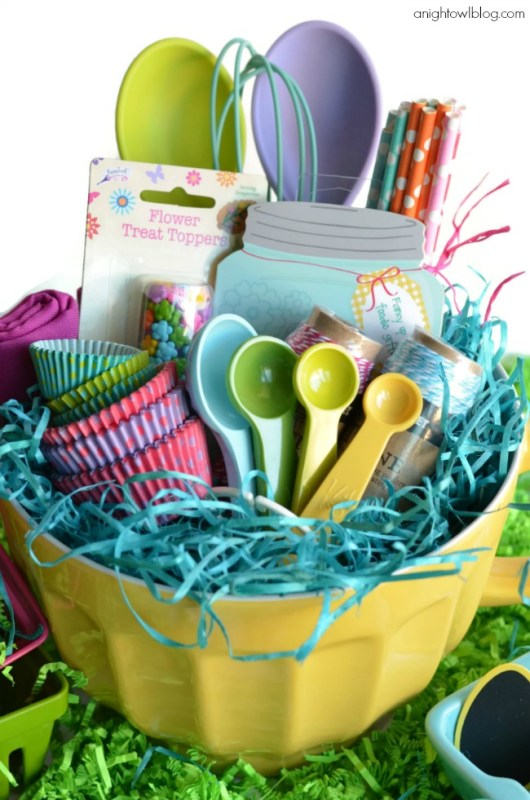 23 fantastic gift basket ideas to make any recipient smile this baking gift basket would be greatly received by anyone who is a fan of cooking up sweet treats you could even make it themed for a specific time of negle Choice Image