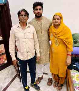 Nitin Chandila with his Parents