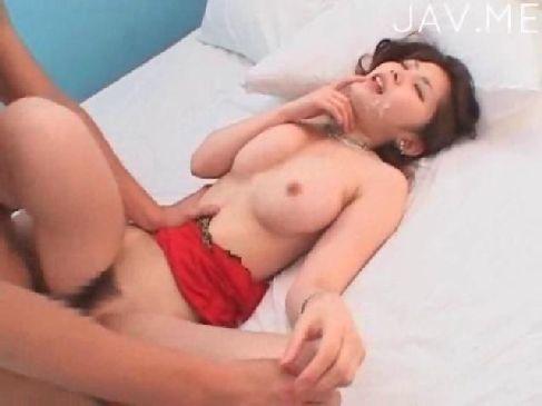 普通のsexで満足できず3Pをする美巨乳お姉さんが精子まみれで絶頂してる無臭せい動画
