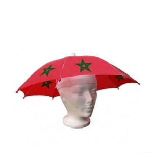 Een hoofd paraplu in het rood met de marokkaanse ster