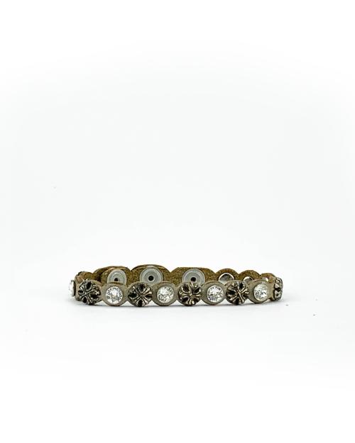 Bracciale in cuoio di toro lavorato a mano con accessori in metallo ossidato e cristalli Swarovski.