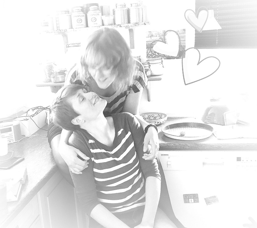 Morogmor blog - Sara og Marie kysser