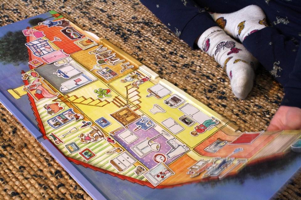 Morogmor Ciha lærende legetøj magnetbog historier i et hus