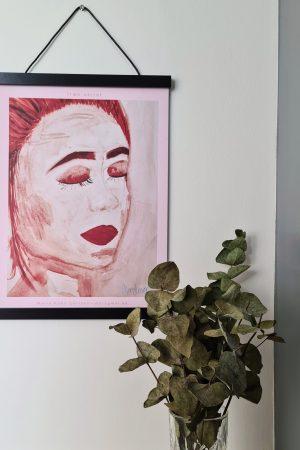 morogmor unik plakatkunst maleri kvinde lyserøde røde farver