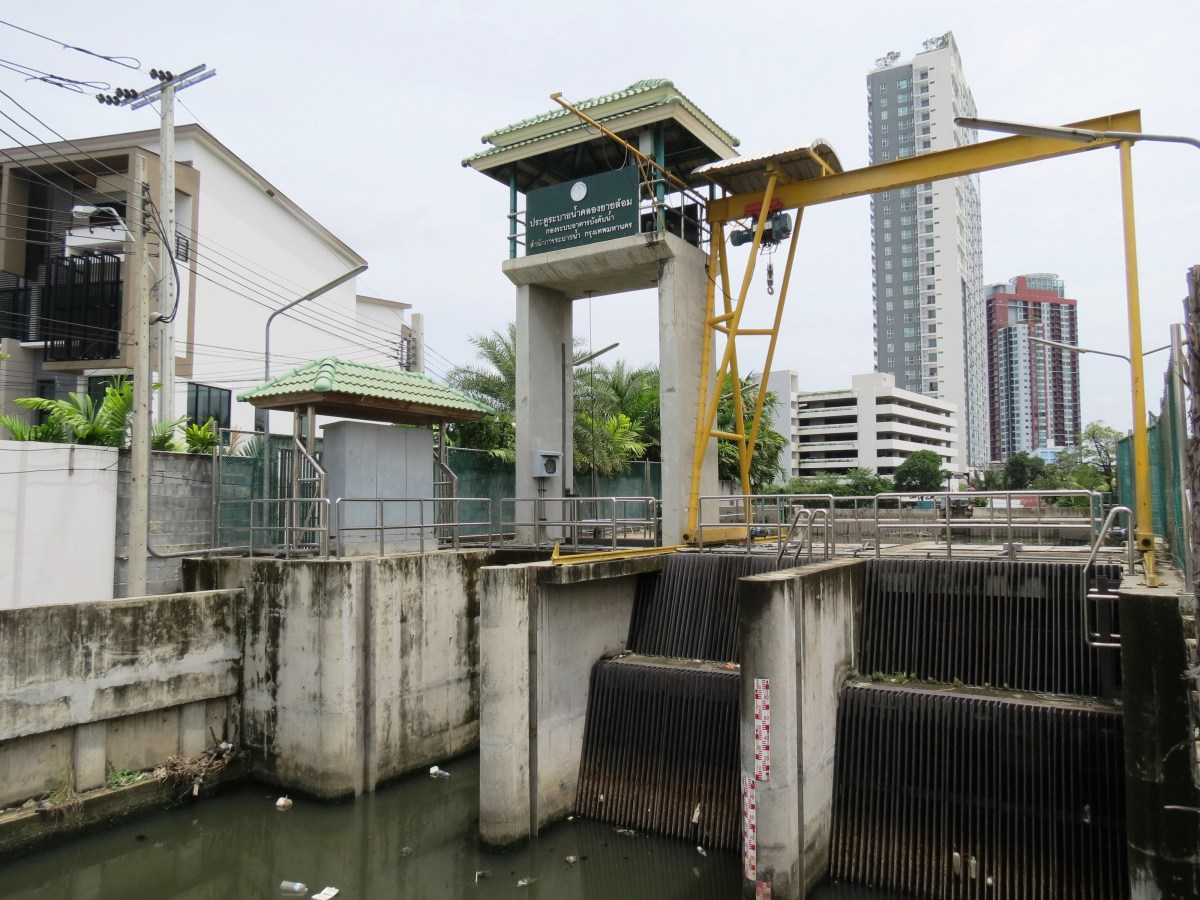Sluice Gate at Phra Khanong