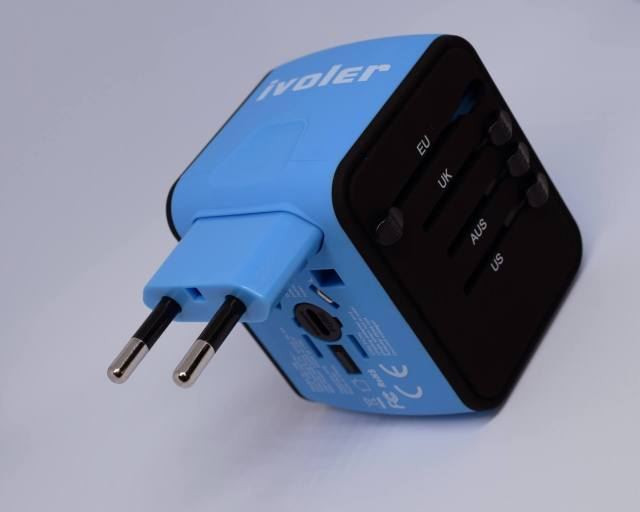 International-Travel-Tips-Dont-Forget-an-Adapter