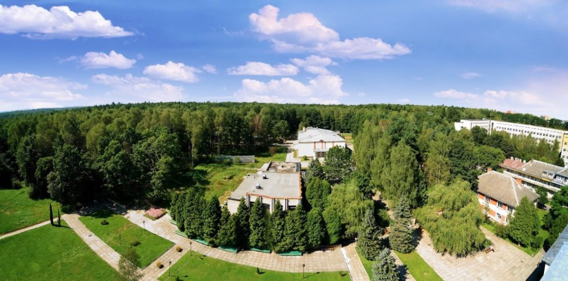 Территория возле санатория Моршинский