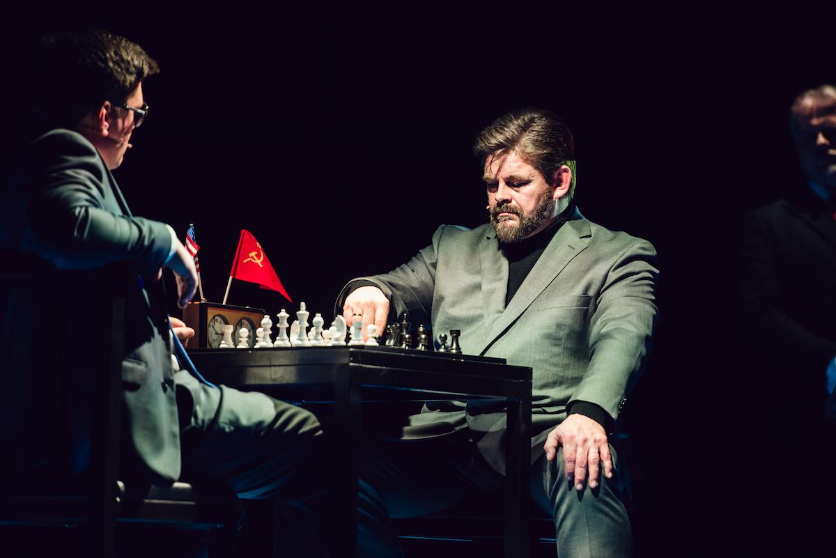 ANMELDELSE: Chess, Musikhuset Aarhus