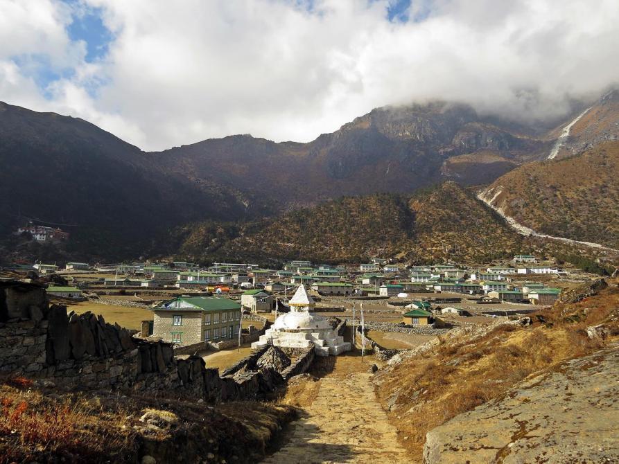 Khunde, Everest Base Camp Trek