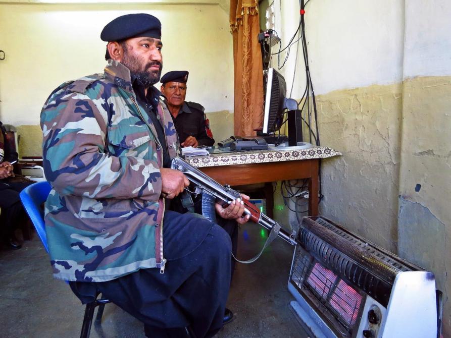 Levi im Büro des Bahnhofsvorstehers, Quetta, Beluchistan, Pakistan