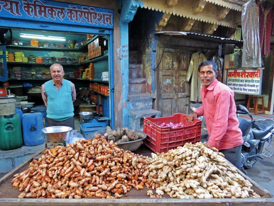Ingwer auf einem Verkaufsstand, Indien
