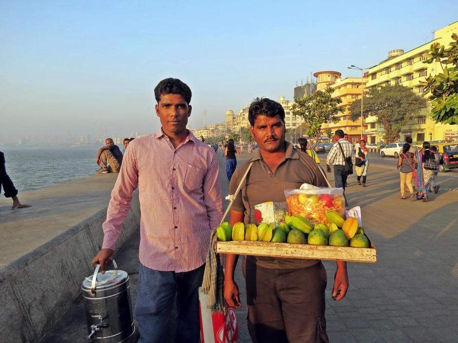 Chai und Chatverkäufer in Mumbai