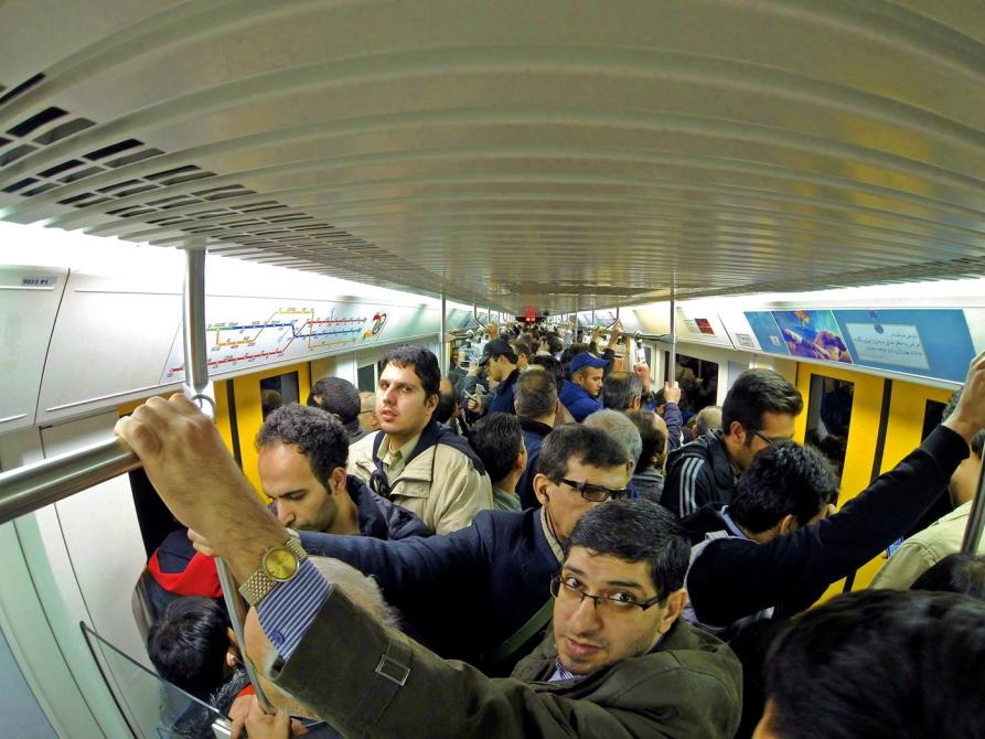 Testosterongedränge in der Metro