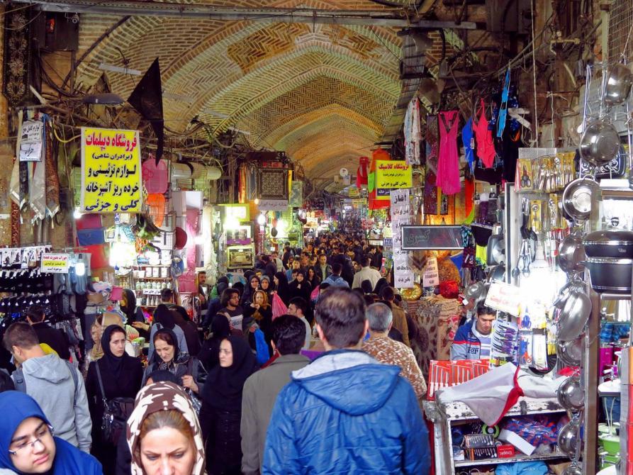 dichtes Gedränge in Teherans Marktgebäude