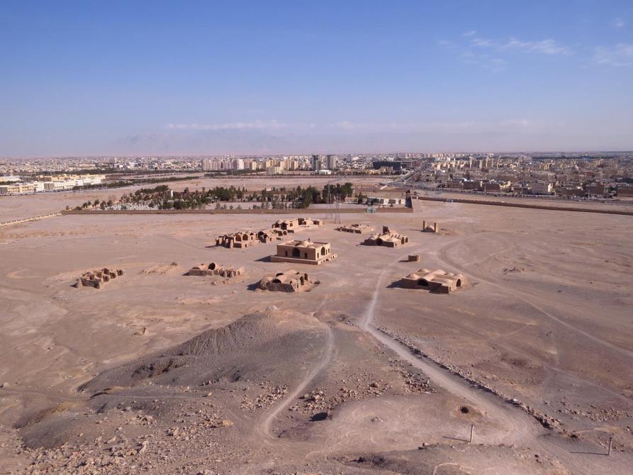 zoroastrische Ruinen vor der Wüstenstadt Yazd