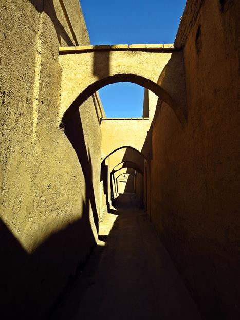 schmale Gasse in der Altstadt von Yazd