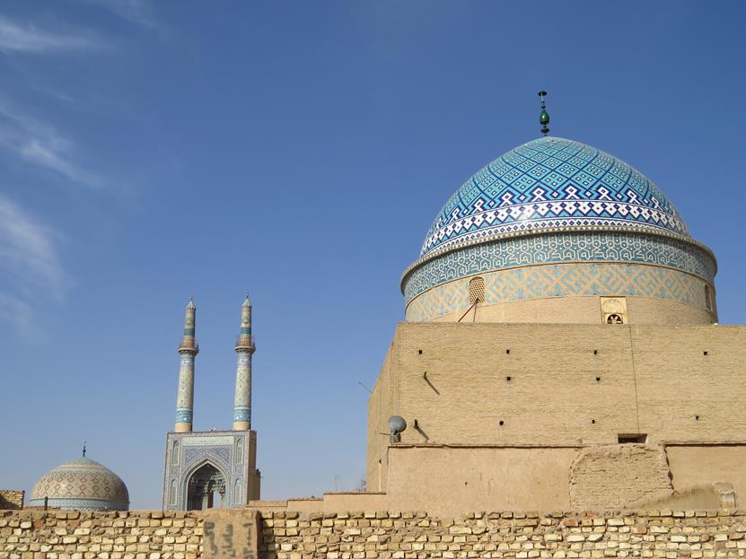 Kuppel des Sayyed Roknaddin Mausoleums und die Freitagsmoschee, Yazd