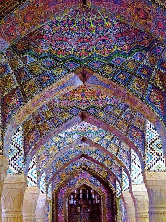 Gebetshalle der Nasir-al-Molk Moschee, auch bekannt als die pinke Moschee