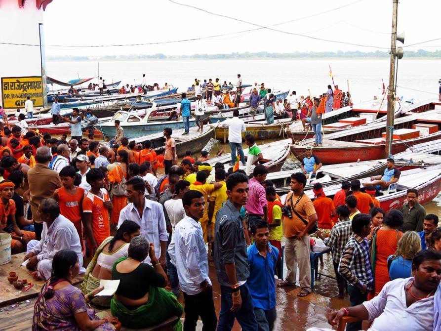 hinduistische Pilger in Varanasi