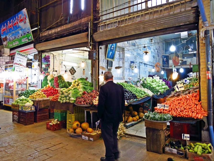 nach Farben sortierte Früchte, Markt, Qazvin