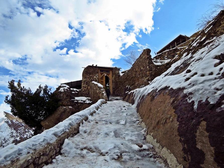 vereiste Stufen auf dem Weg zur Festung Alamut