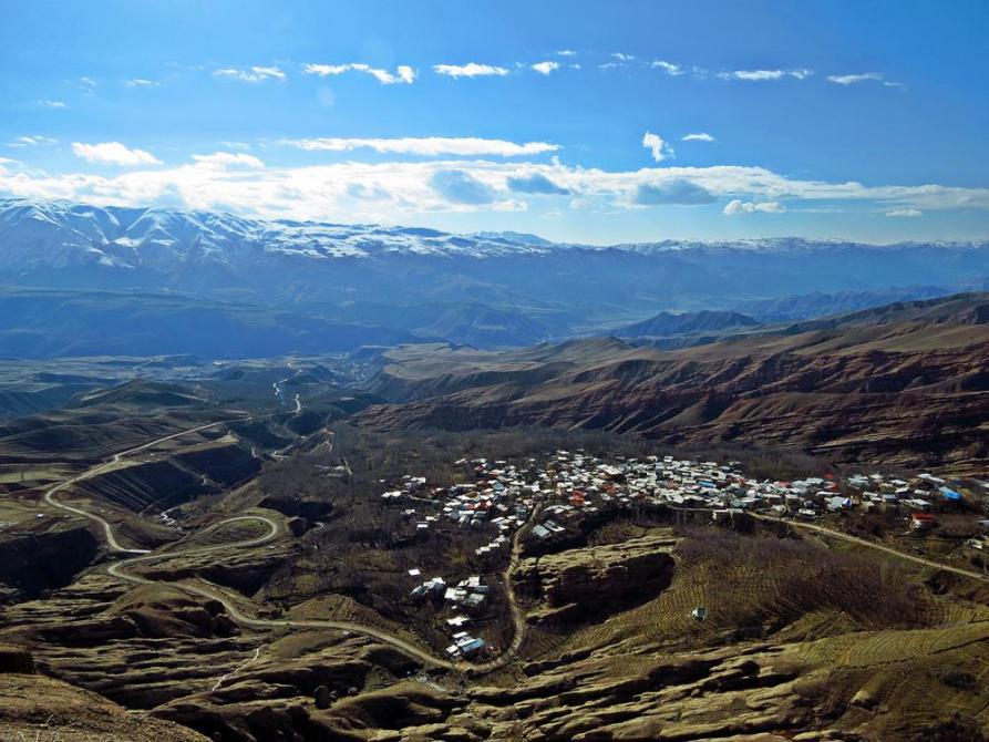 Blick auf das Dorf Gazor Khan