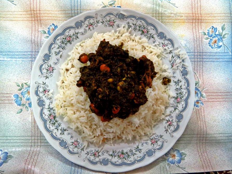 Ghormeh Sabzi, eines der beliebtesten Reisgerichte des Iran