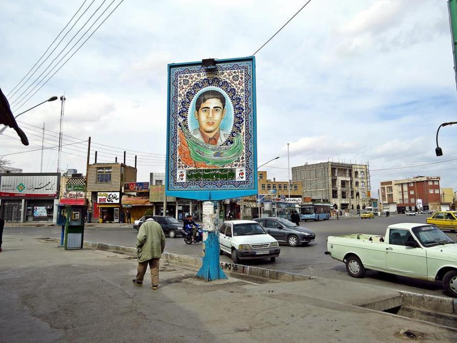 Shohada Platz und das Märtyrerdenkmal eines gefallenen Soldaten