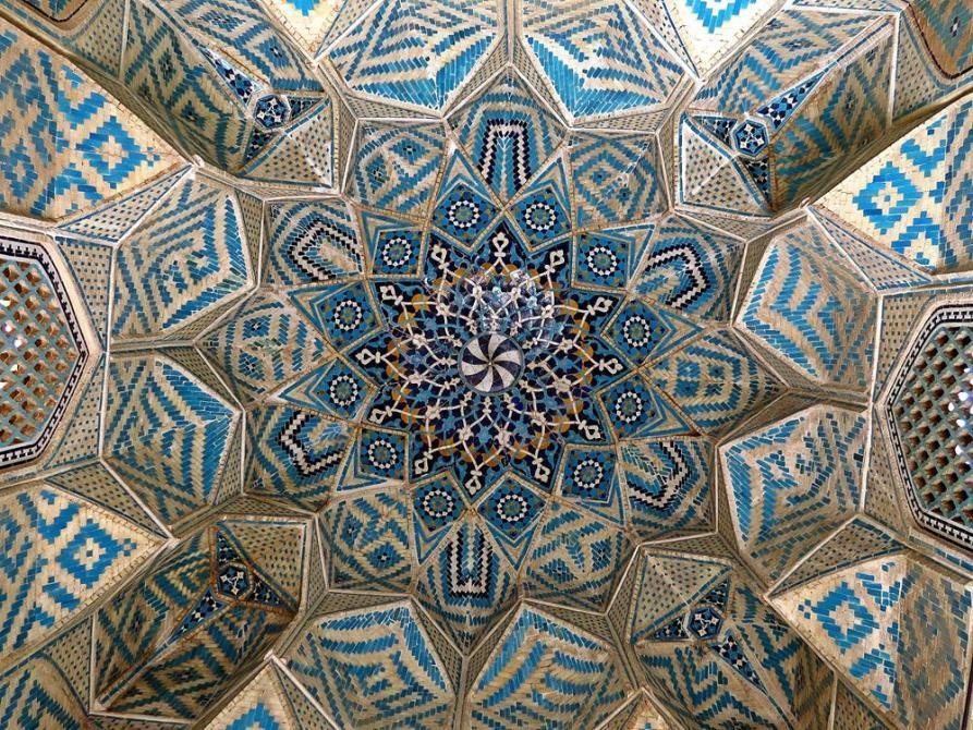 Kuppeldecke im Eingangsportal der Freitagsmoschee