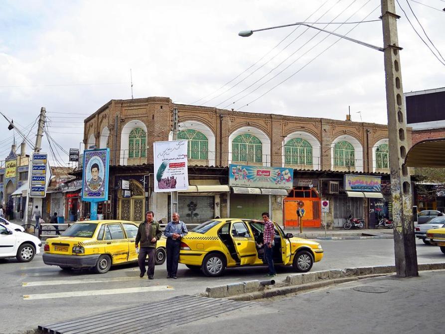 Taxis am Shohada Platz, Kerman