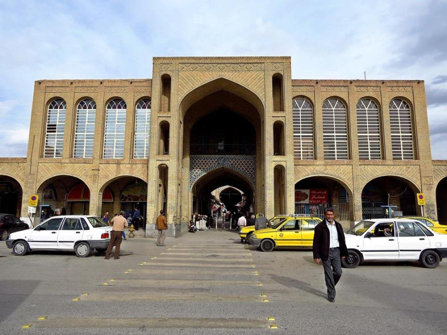 Eingang Basar Sartasari am Tohid Platz, Kerman