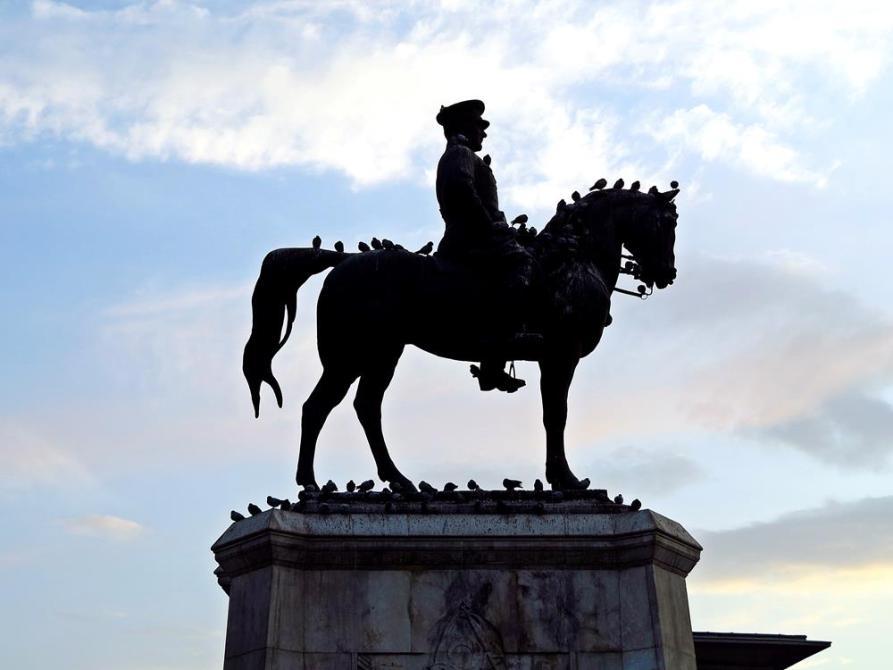 Atatürk als Reiterstatue