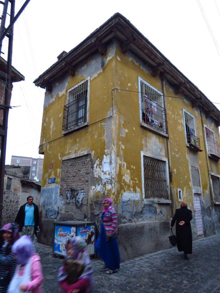 verfallenes Haus in der Altstadt von Diyarbakır