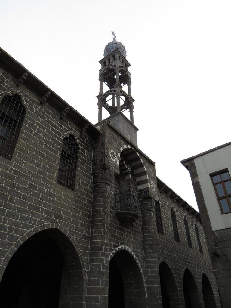 Glockenturm der Sankt-Giragos-Kathedrale in Diyarbakır