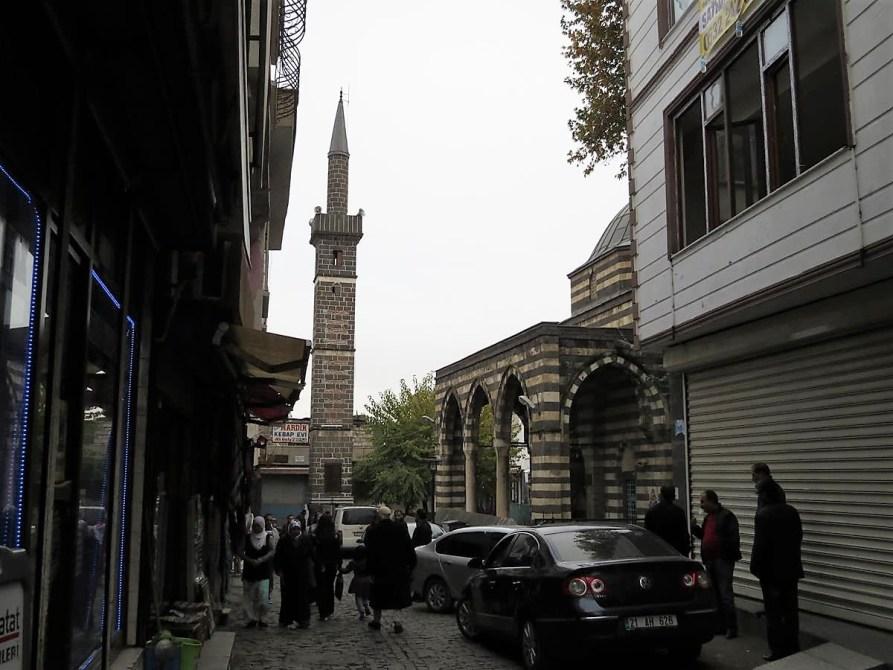Minarett der Scheich Mutahher Moschee in Diyarbakır