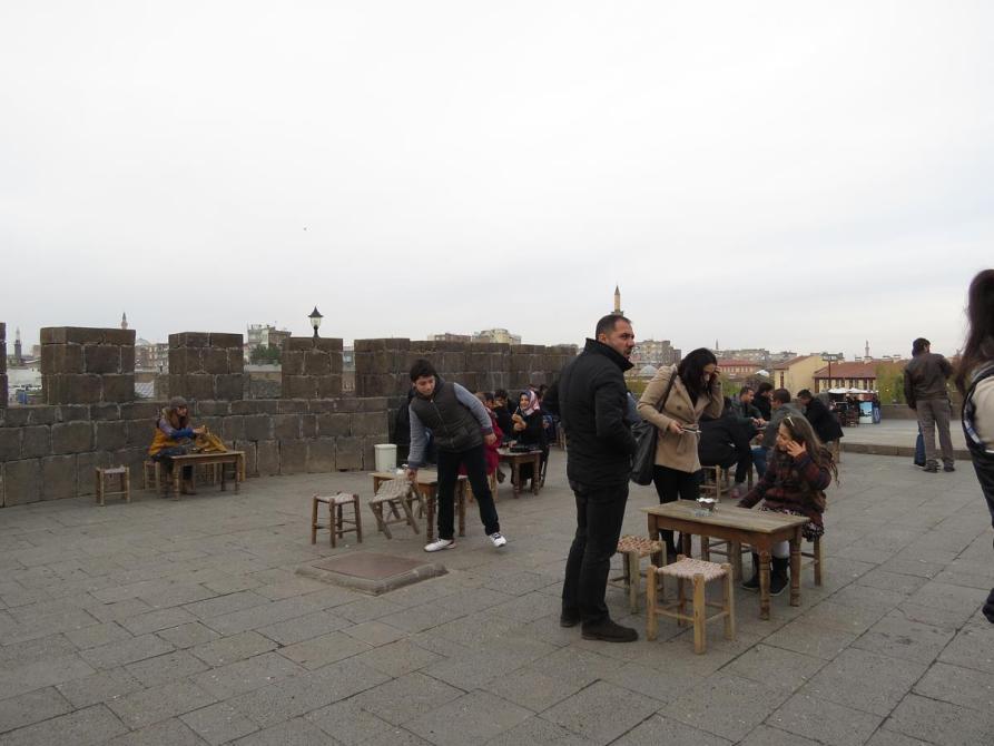 auf der Altstadtmauer in Diyarbakır
