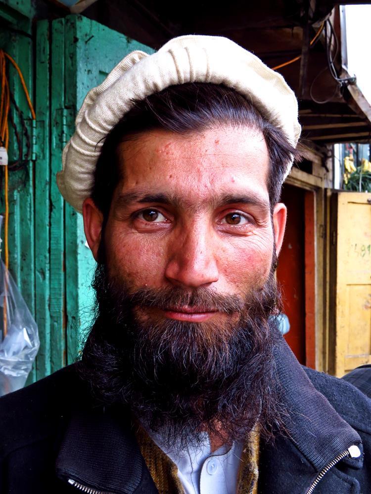 Porträt eines Marktverkäufers in Gilgit, Pakistan